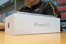 iPhone worries dominate Apple's stellar earnings report