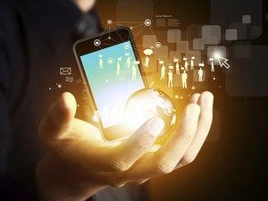 mobile apps crowdsourcing via social media network [CW cover - October 2015]