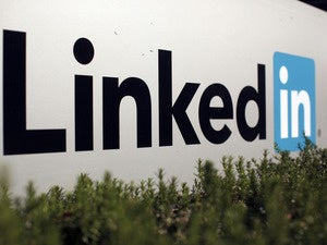 4 LinkedIn messaging tips for career builders