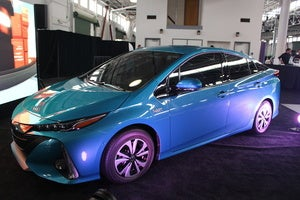 toyota prius prime sept 2016 front 3qtr3